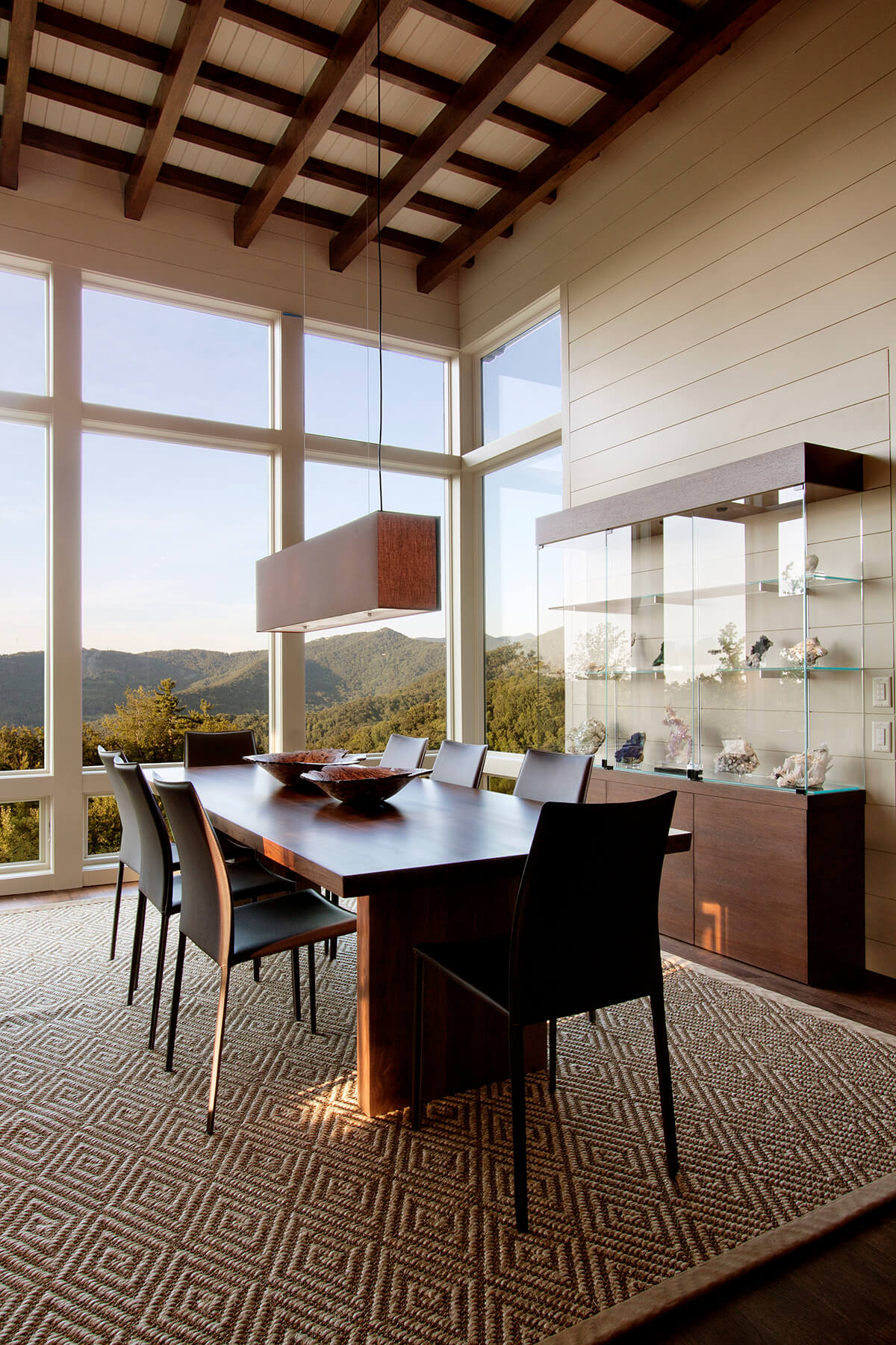 Town Mountain residence architectural design by Samsel Architects